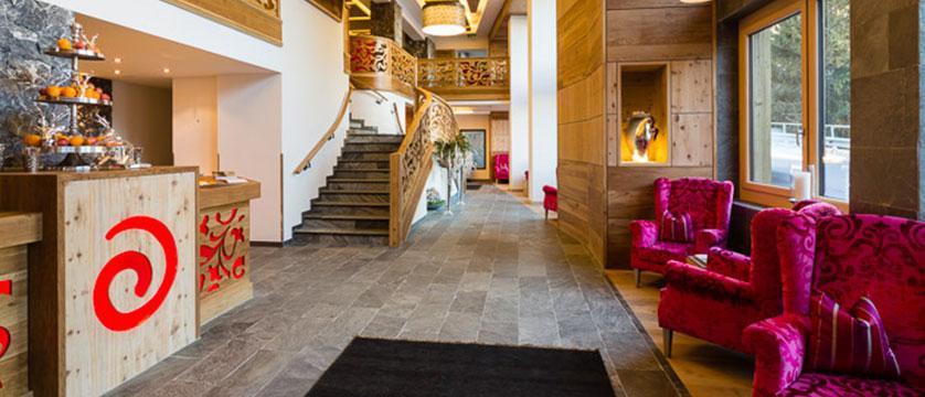 Austria_Ischgl_Hotel Solaria_Reception-lobby.jpg